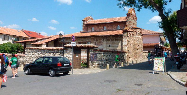 Старинные дома и улицы Несебра